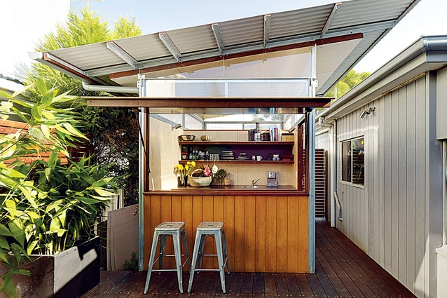 These portable modular pods increased the size of this beachside home in Sydney.