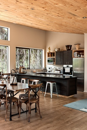 An interior palette of complementary tones creates a refined rustic feel perfectly attuned to the bush-clad site.