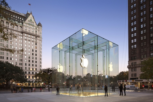 Apple Store, 5th Avenue, New York. The 10 metre glass cube acts as both an entrance and an iconographic symbol for the retail store below.