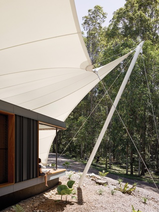 This home enables a full immersion in the life and seasonal cycles of the surrounding natural environment.