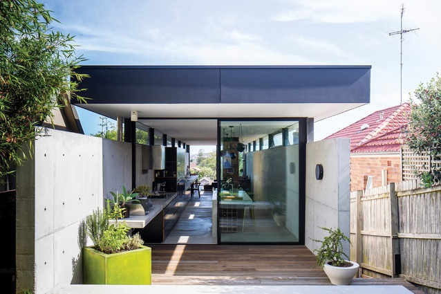 The clever response to site constraints resulted in a concrete channel buried into the slope, with a floating plane roof on the upper living area.