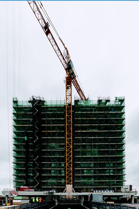 Wind conditions posed various challenges for the construction team, who throughout January worked through the night in order to lift materials to the upper floors.