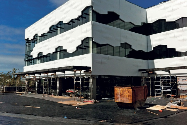 The office building will incorporate hospitality and retail tenants on the ground floor.